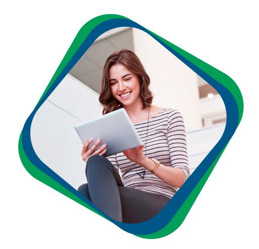 mulher com tablet procurando Prospecção b2b e b2c: Gere mais Leads com a Dataseek